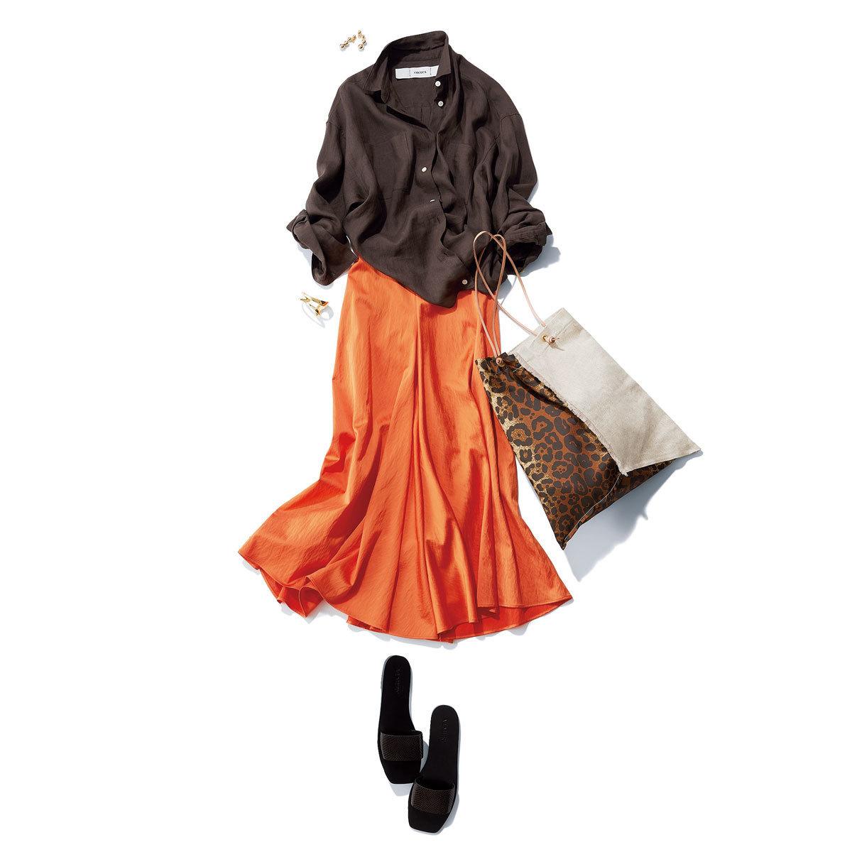カシュクールのリネンシャツ×オレンジのスカートコーデ