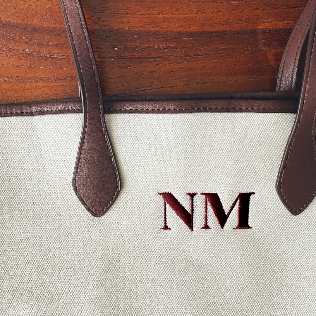 【ZARA】のパーソナライズ キャンバス トートバッグは、6色の刺しゅうが可能
