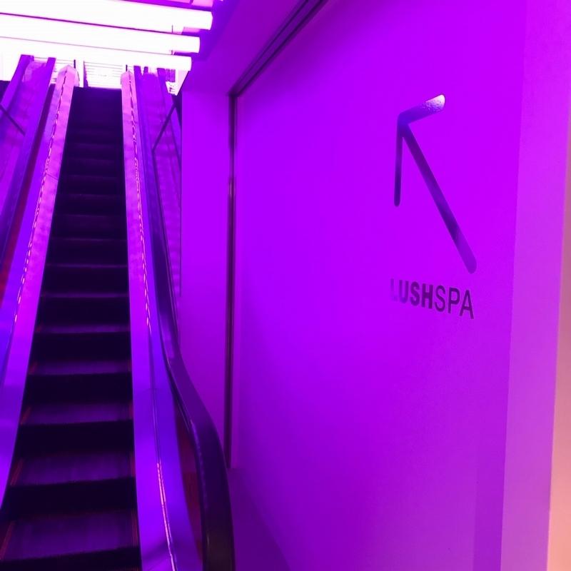 LUSHSPAは4階。エレベーターで昇ります。