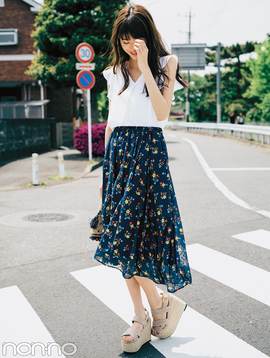 濃い色花柄スカートで、大人っぽくスタイルUPしたいときのポイントは?_1_3