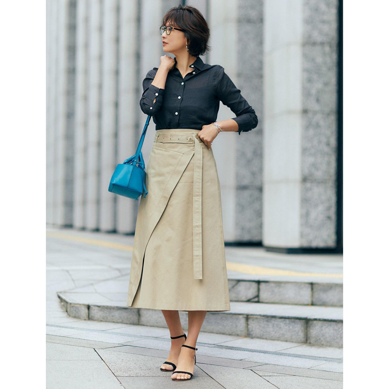 シャツ×トレンチスカートのコーデ モデル・五明祐子