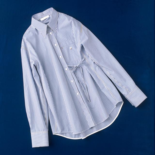 ウエストのリボンのアクセントがかわいいクロエのストライプシャツ