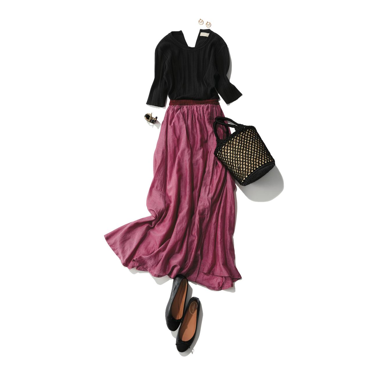 ピンクスカート×黒カットソーのファッションコーデ