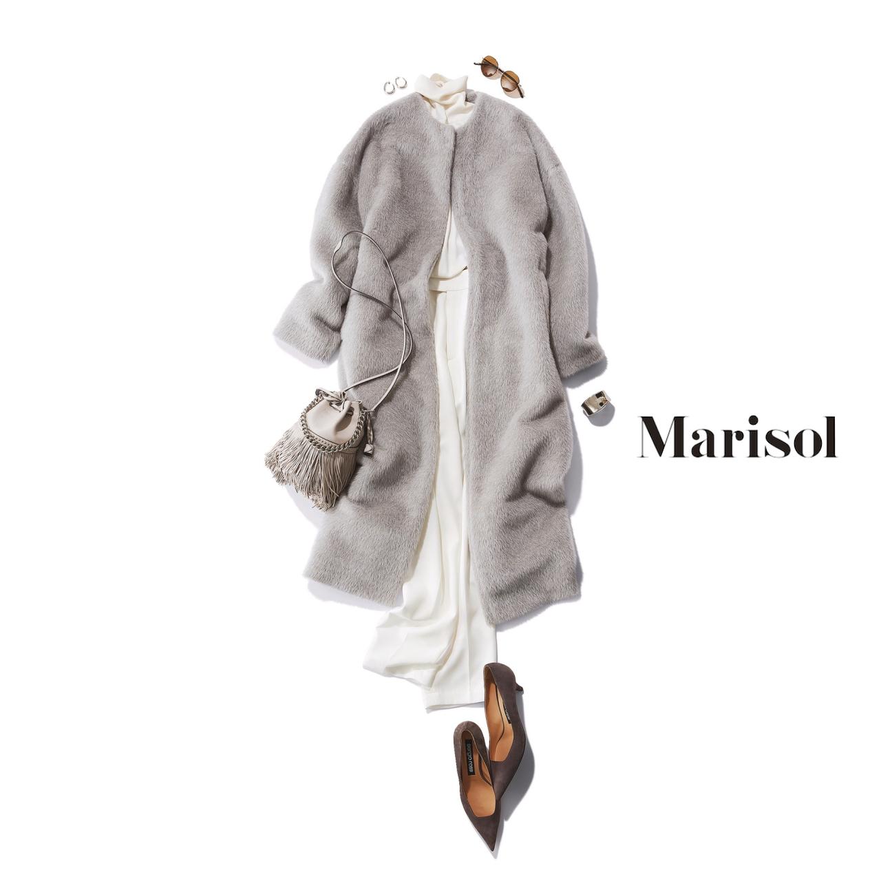 40代ファッション 白タートルニット×白パンツ×グレーコートコーデ