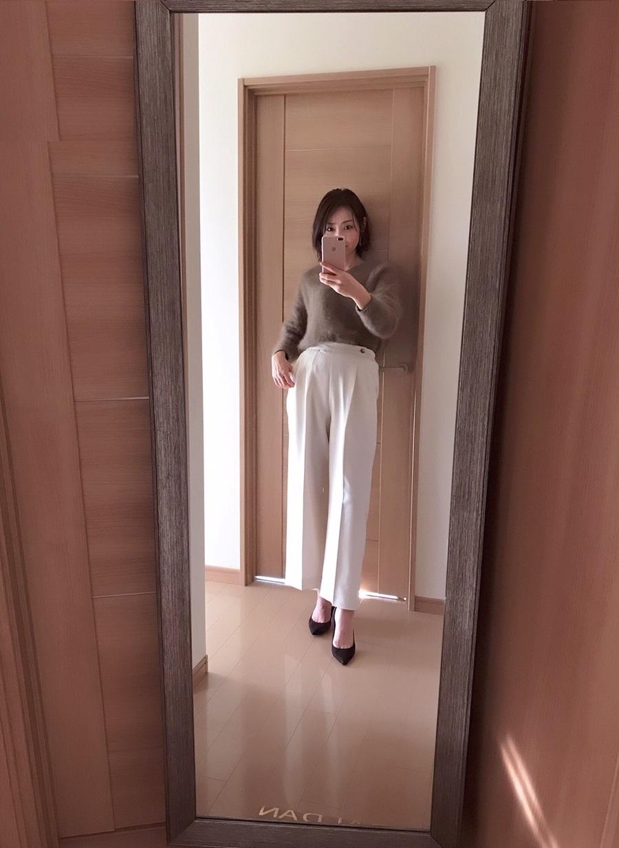 VISのホワイトパンツの着画