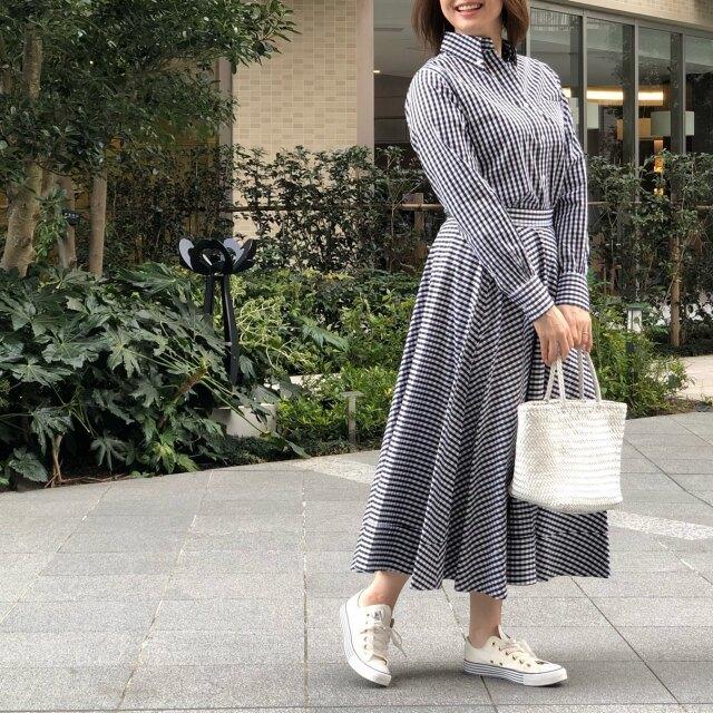 ブラック&ホワイトのギンガムチェックシャツ+スカート