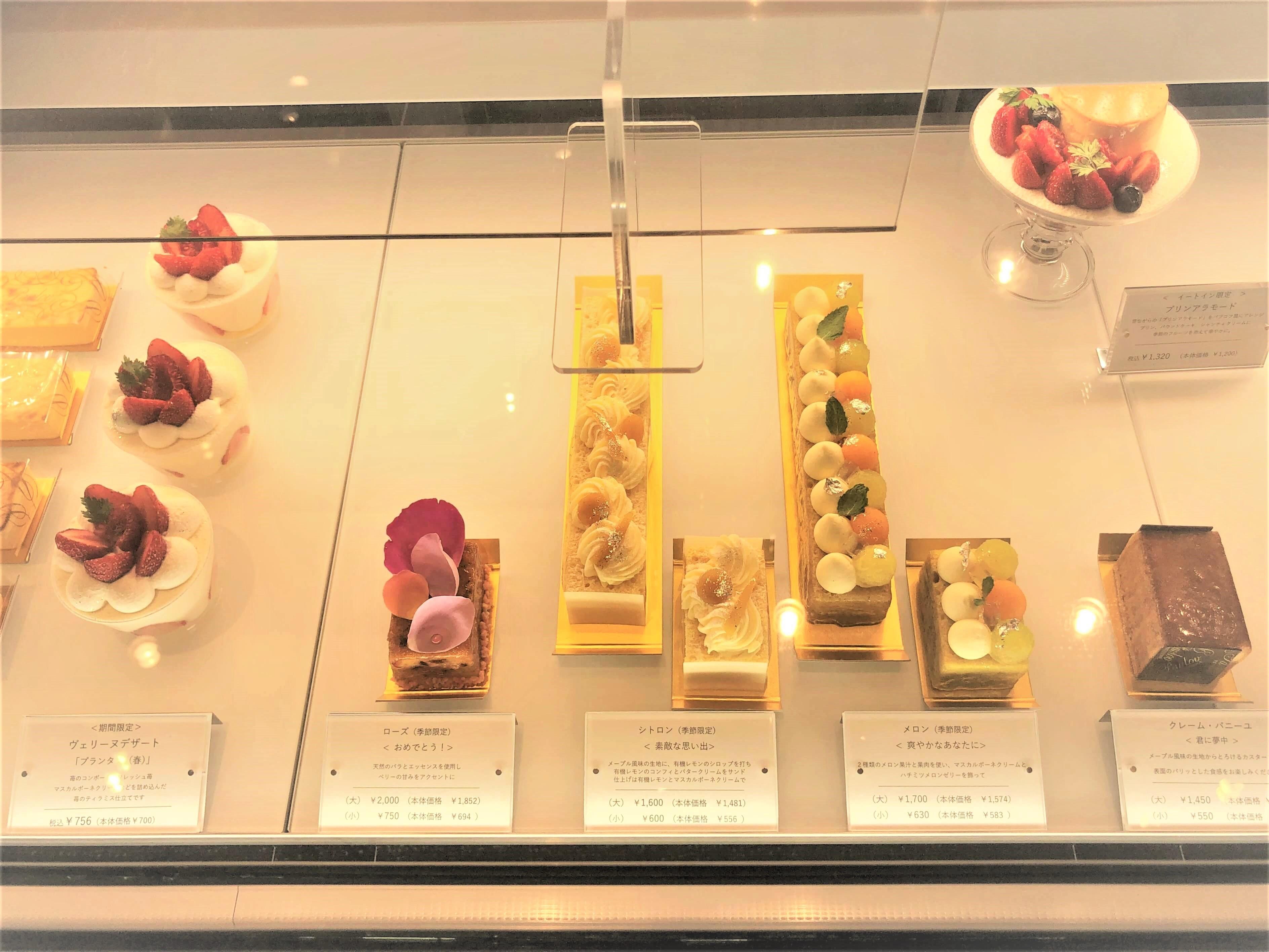 他にもメロンやマロンの生パウンドケーキやマスカルポーネクリームの苺ティラミス仕立てなど可愛いケーキがたくさん。