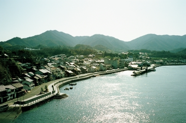 瀬戸田は、江戸末期から明治に盛んだった製塩業や造船業、北前船の西回り航路での船着き場