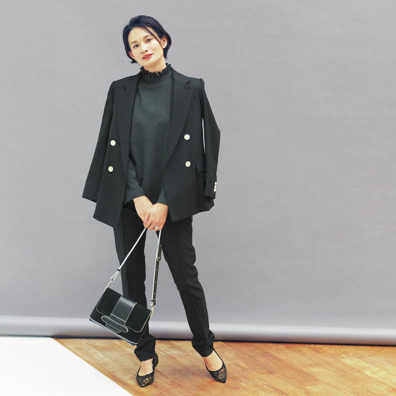スタンドカラーのブラウス×ジャケット×パンツコーデを着用した渡辺佳子さん