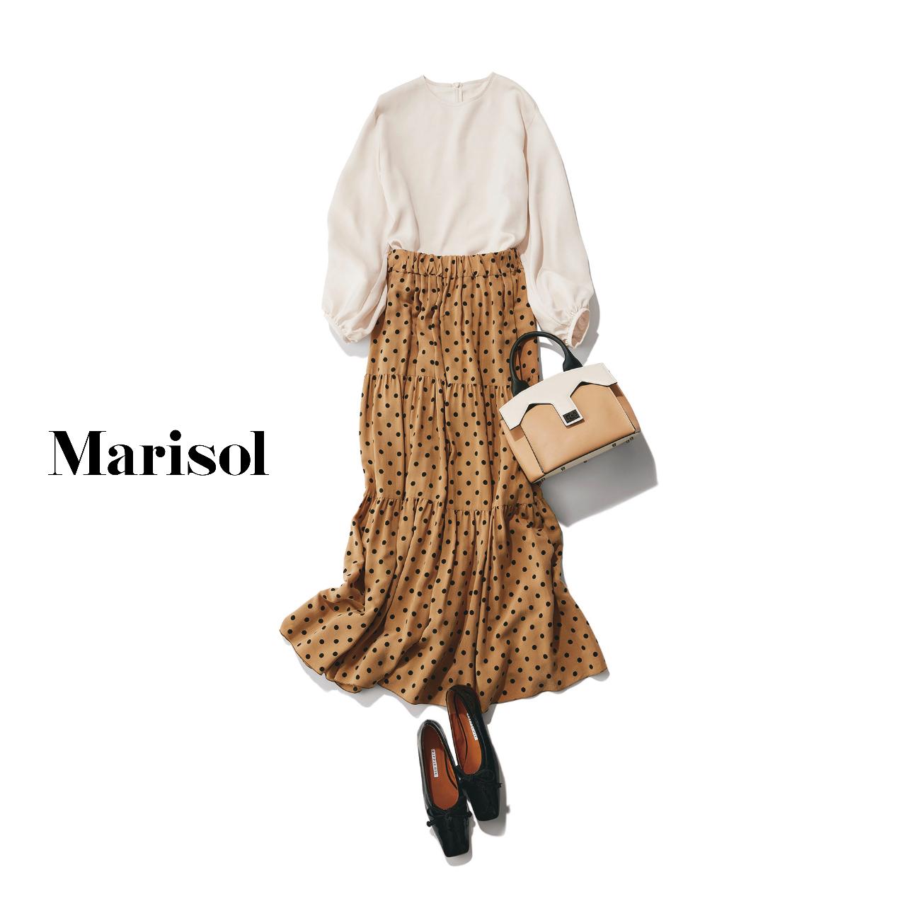 40代ファッション 白ブラウス×ドット柄スカート×フラットシューズコーデ