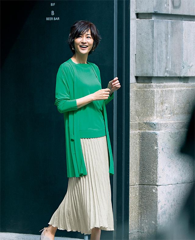 【Green Knit】使い勝手のいいニットは新鮮なグリーンで印象深く