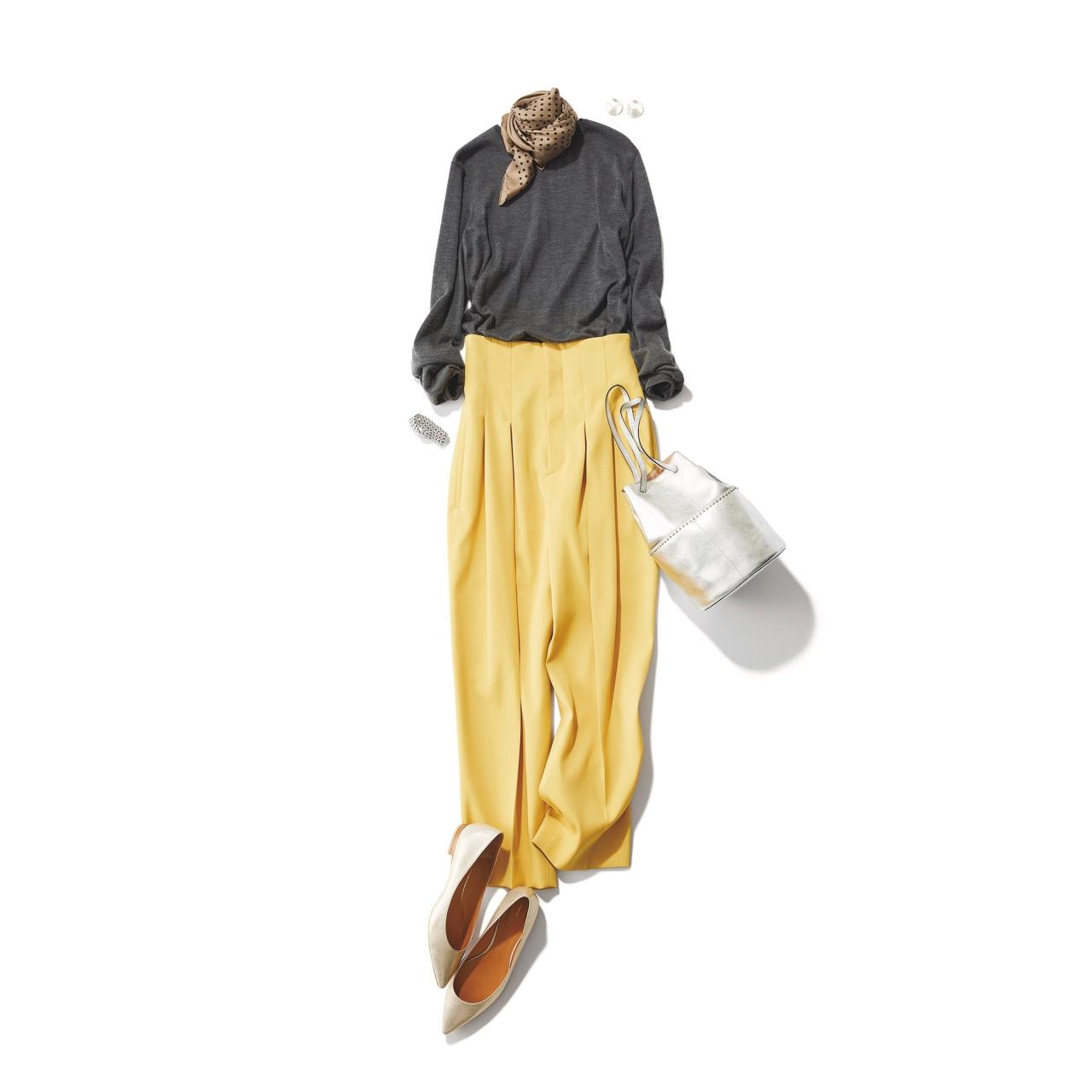 グレーニット×イエローパンツのファッションコーデ