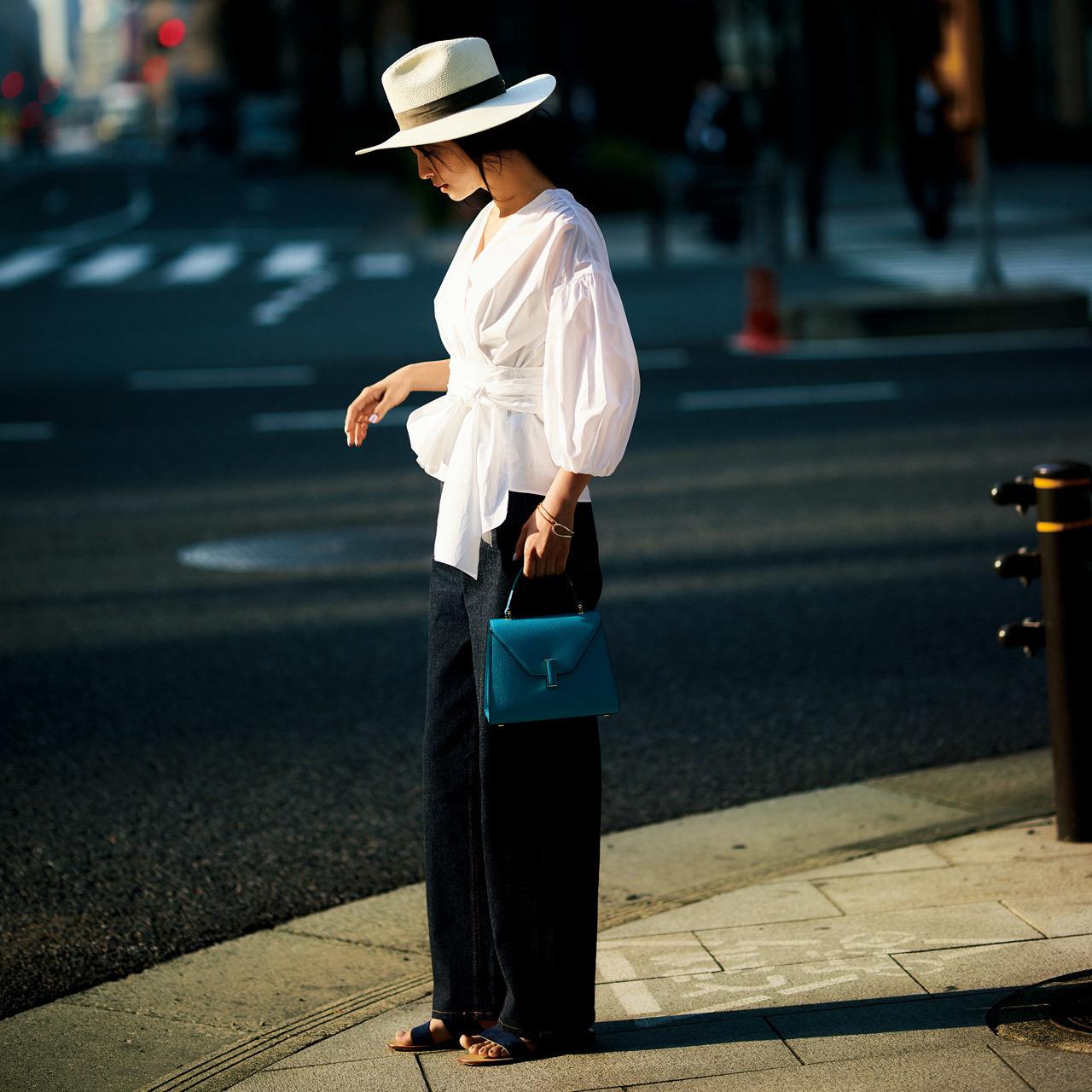 帽子×ウエストコンシャスな透けブラウスコーデ