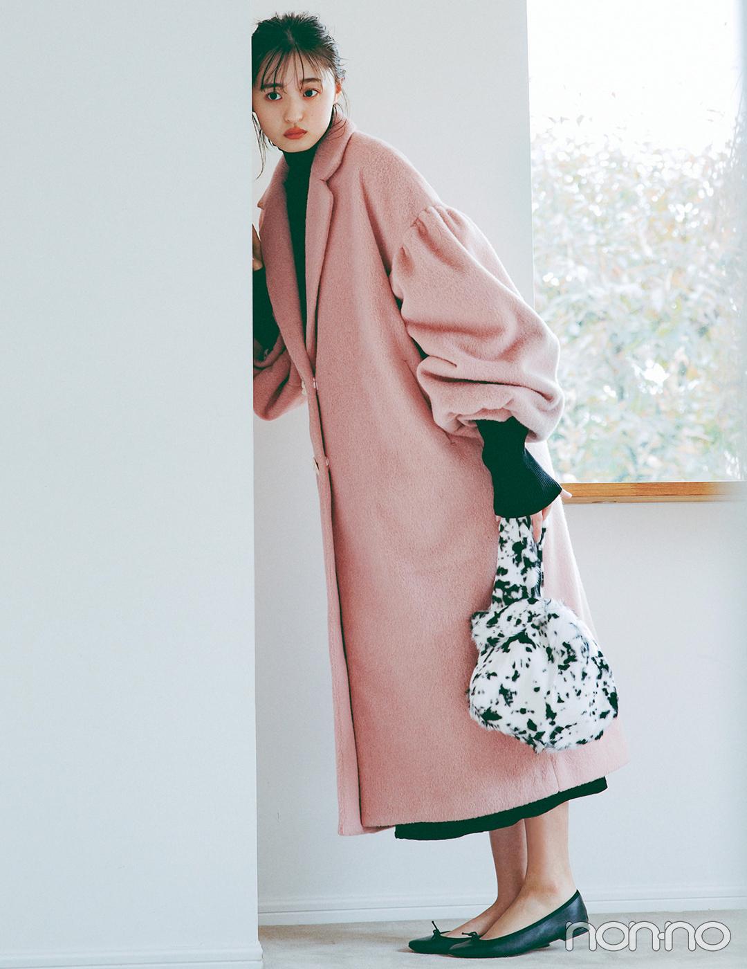 甘さ強めのピンクコートは黒を合わせて大人な印象にシフト!【毎日コーデ】
