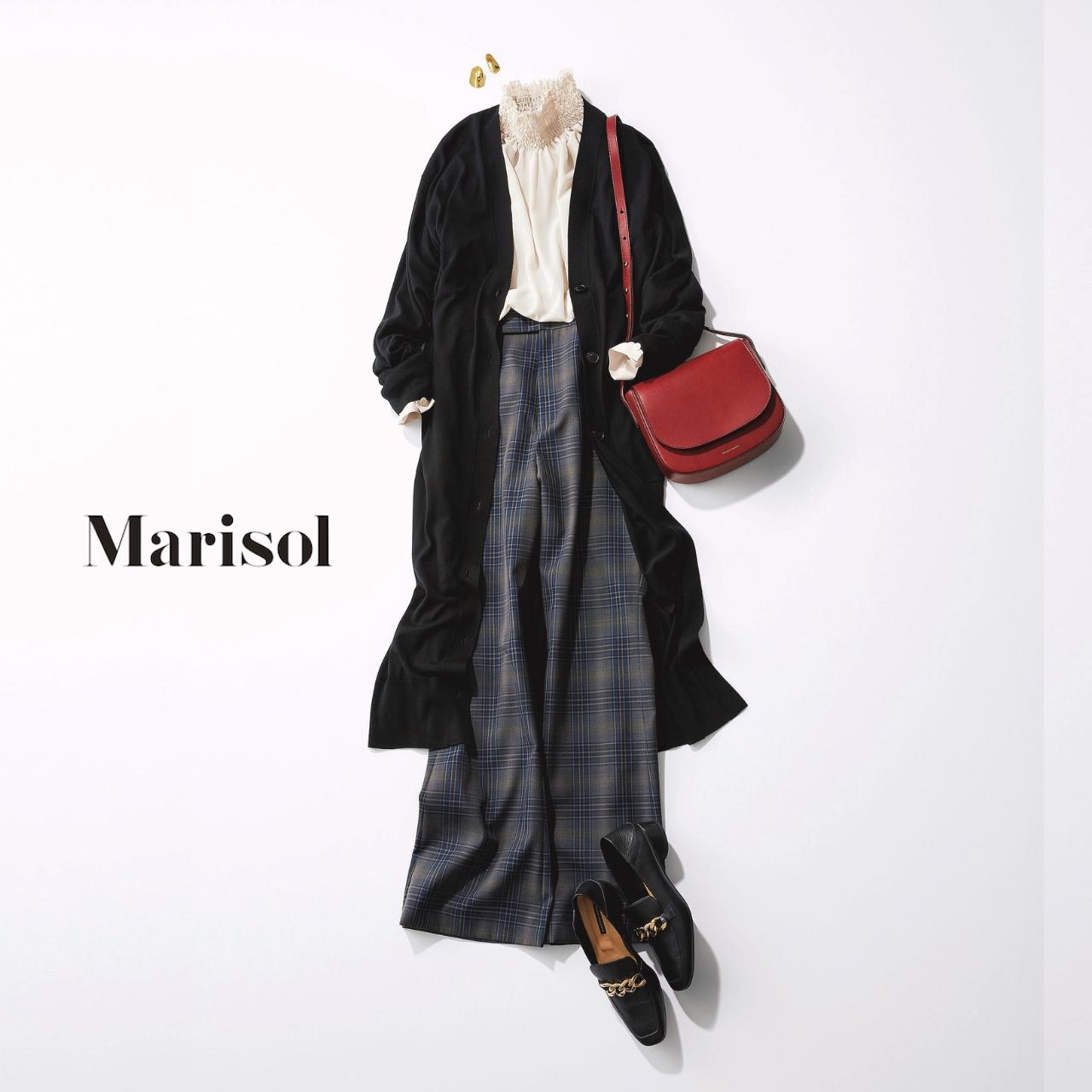 40代ファッション 白ブラウス×黒ロングカーディガン×チェックパンツコーデ