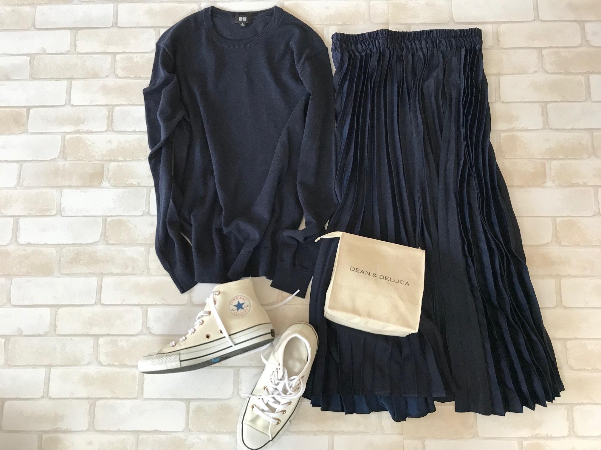 白コンバースのハイカットスニーカー×ネイビーのワントーンファッションコーデ