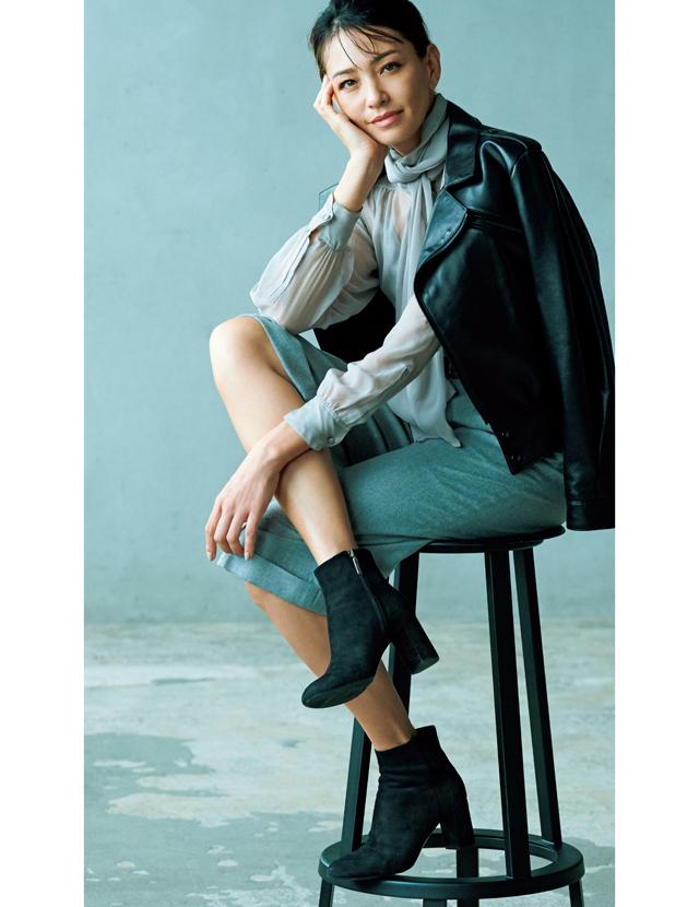 「黒ショートブーツ」太めヒール