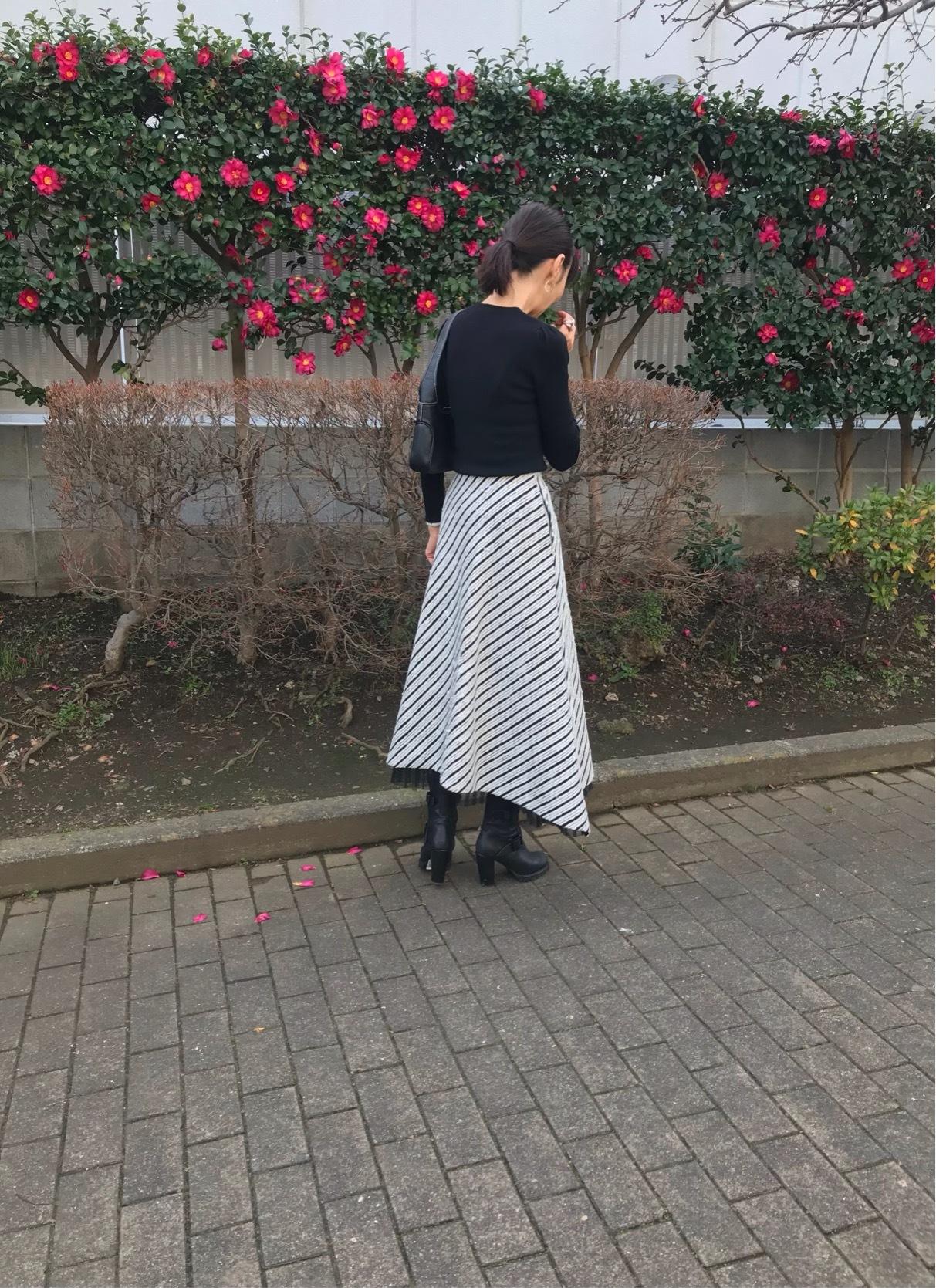 モノトーンコーデにメリハリをつけてくれる優秀スカート_1_3