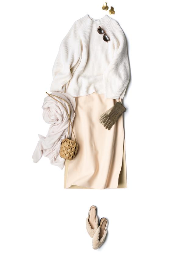 エブールのニットとスカートのフェミニンなカラーリングのコーデ