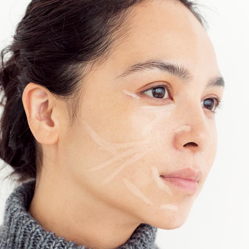 完成度の高いセミマット肌を目指すなら。ペンシルコンシーラーをプラスして_1_4