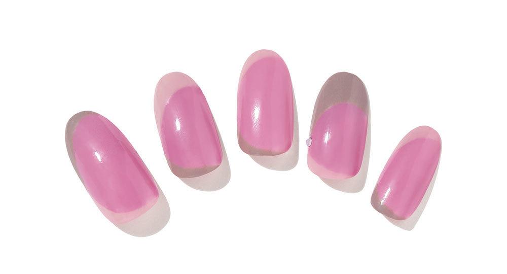 スモーキーカラーで彩る不規則フレンチのピンクネイル
