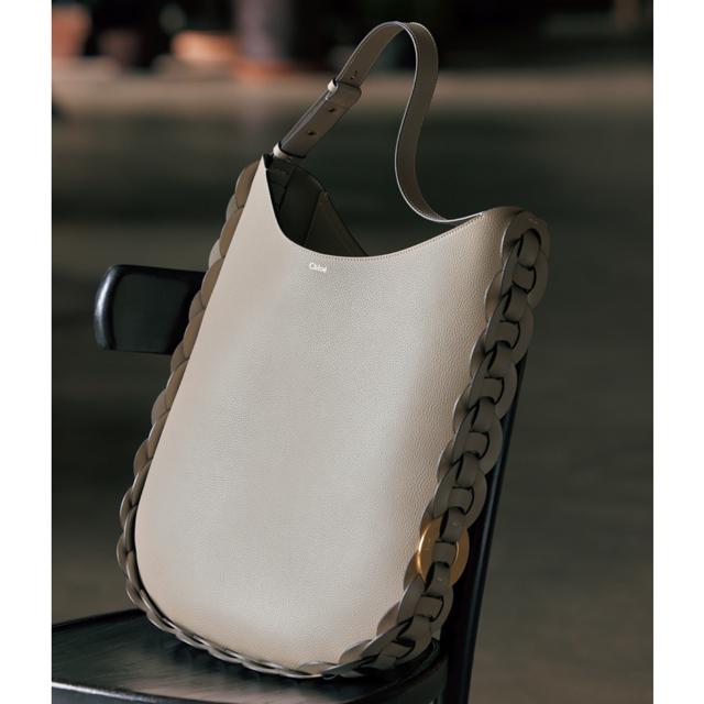 クロエ バッグ「DARRYL」(46.5×40×7)¥223,000/クロエ カスタマーリレーションズ(クロエ)