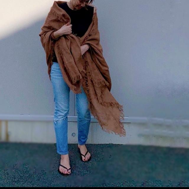 「ストール」でアラフォーの夏コーデをブラッシュアップ! 冷房対策にもおしゃれにも効くストールの取り入れ方  40代ファッション_1_19