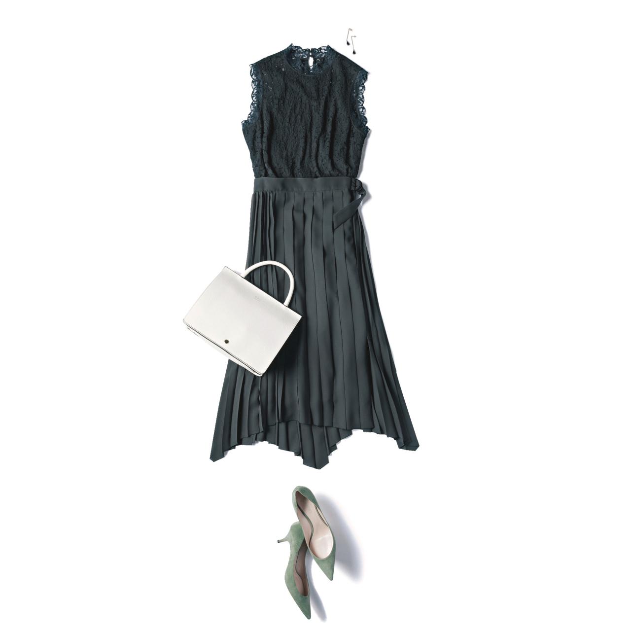 ブラックレースブラウス×ミディ丈のプリーツスカートコーデ