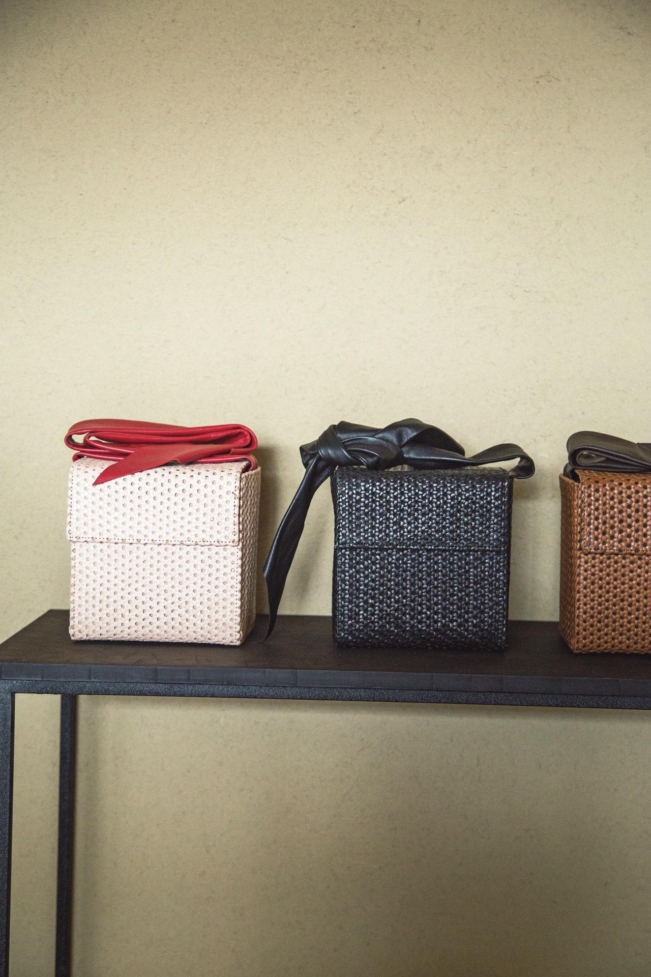 日本人の所作に添い心を包む革小物 緙室(かわむろ) s e n_1_3-2