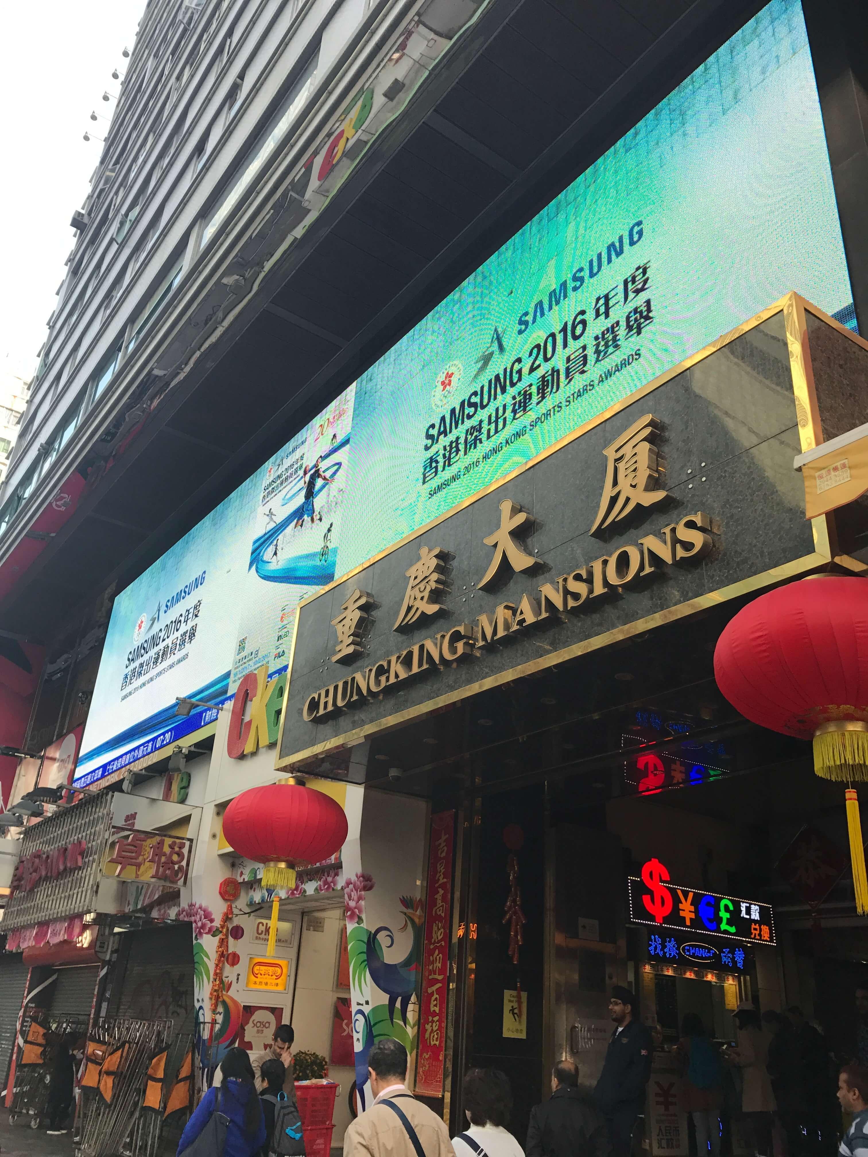 香港は21℃。旅コーデは「トレンチ」「インナーダウン」「薄ニット」があれば寒暖差も自由自在!_1_4-1