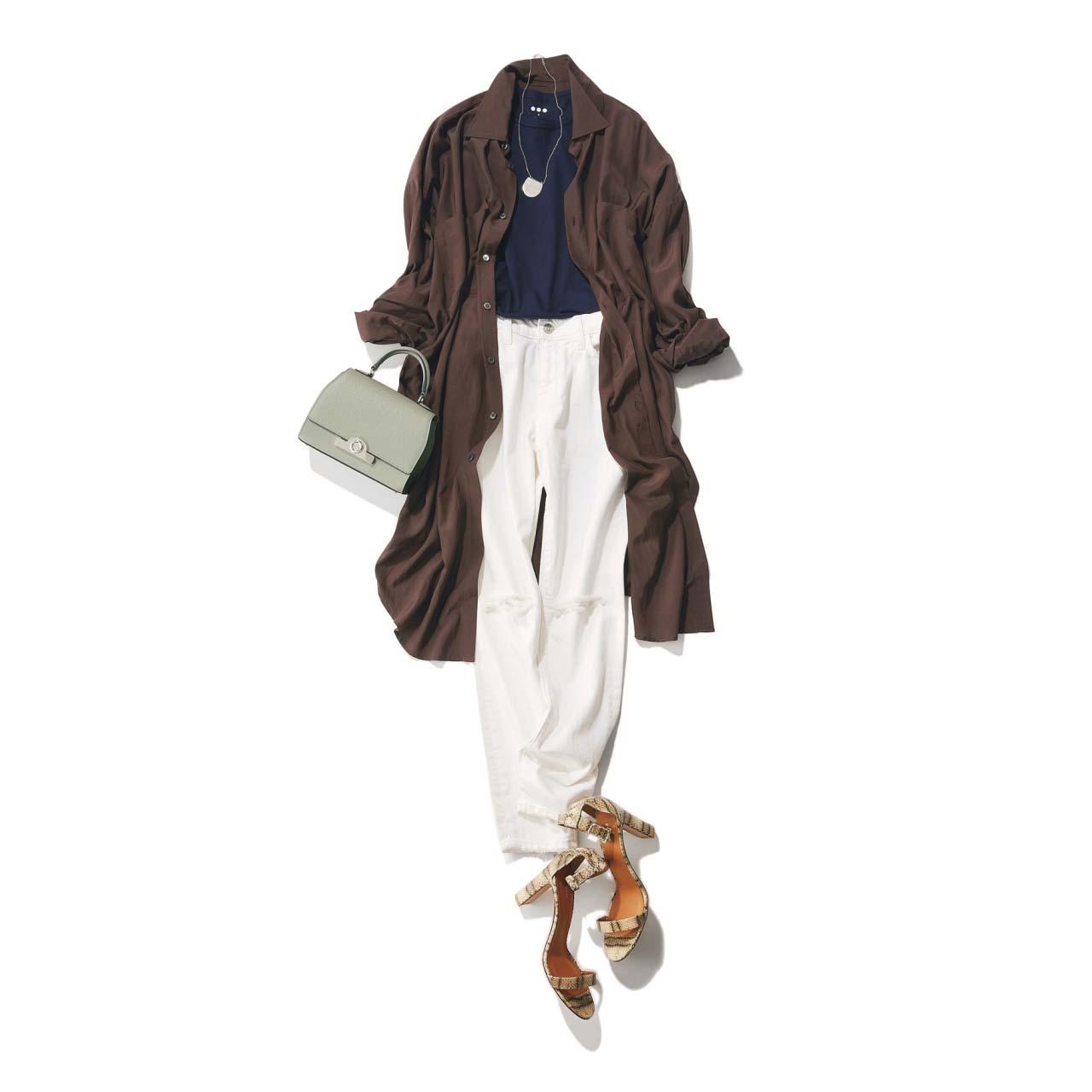 リネンのロングシャツ×デニムパンツの「スパイス ブラウン」コーデ