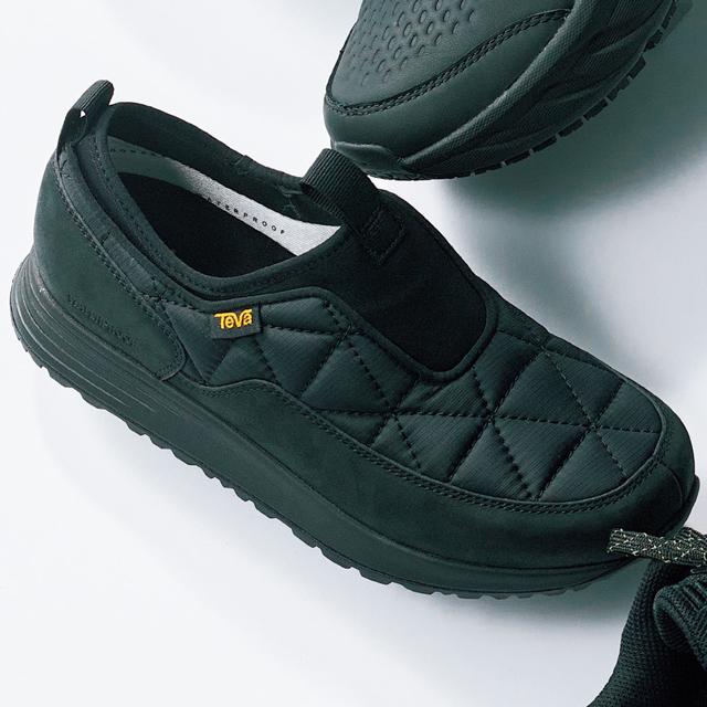 防水素材を使用し雨でも履けるキルティングスリッポン