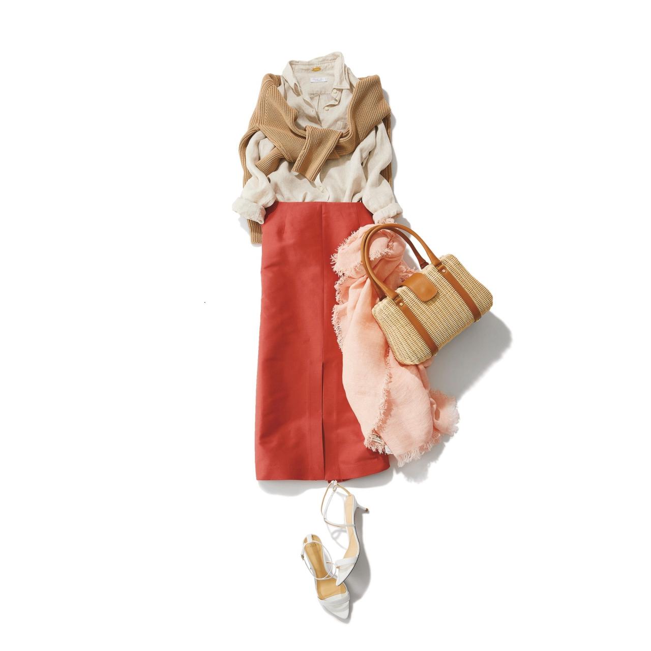 肩掛けニット×シャツ×オレンジのロングスカートコーデ