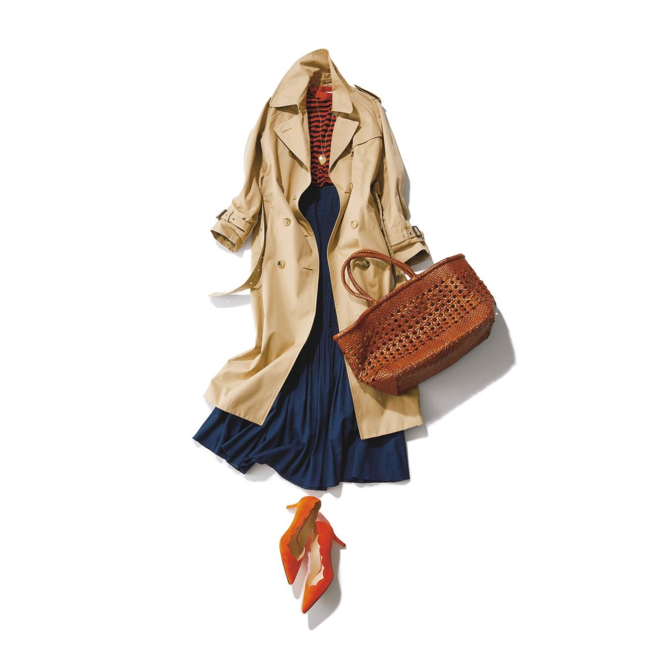 ベージュのトレンチコート×ボーダー&プリーツスカートのファッションコーデ