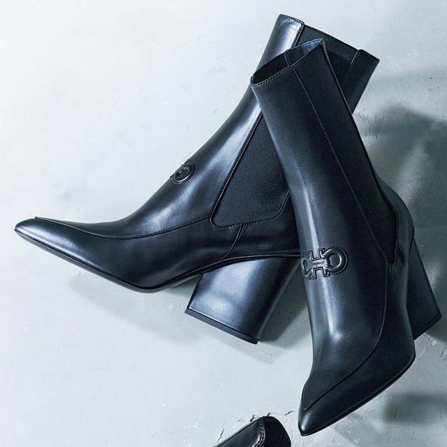 フェラガモ・ジャパンの黒ショートブーツ