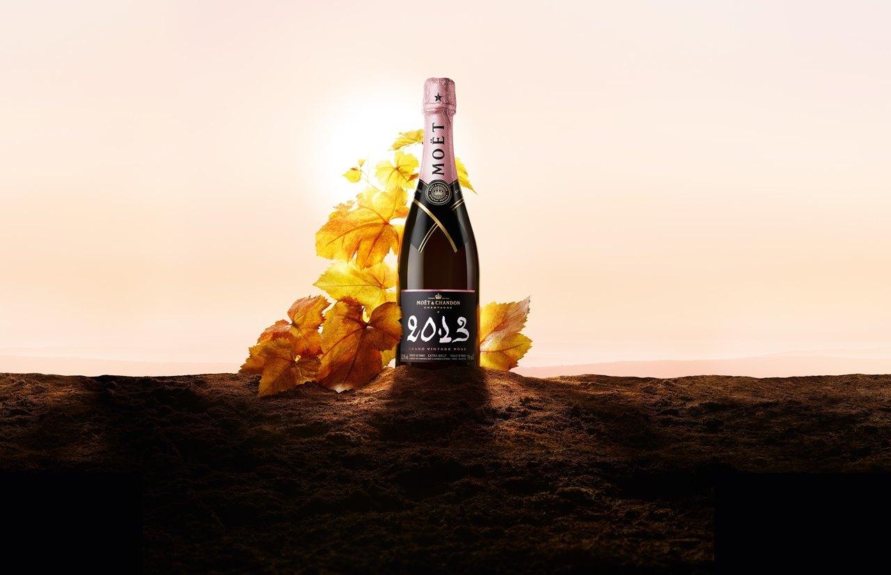 「グラン ヴィンテージ ロゼ 2013」は、赤いベリーの風味がブラッドオレンジの酸味やスパイスの香りへと変化するのも特徴。「モエ・エ・シャンドン グラン ヴィンテージ ロゼ 2013 ギフトボックス」¥11,990