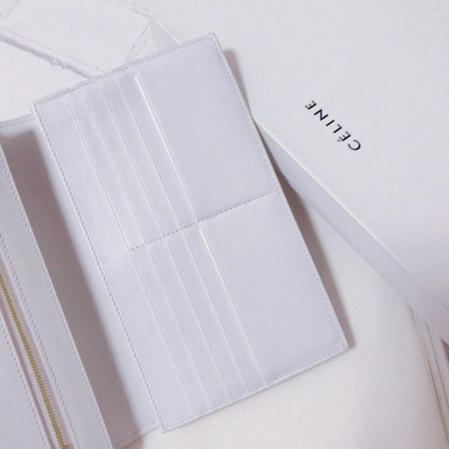 CELINEホワイト長財布が上品で可愛い_1_2