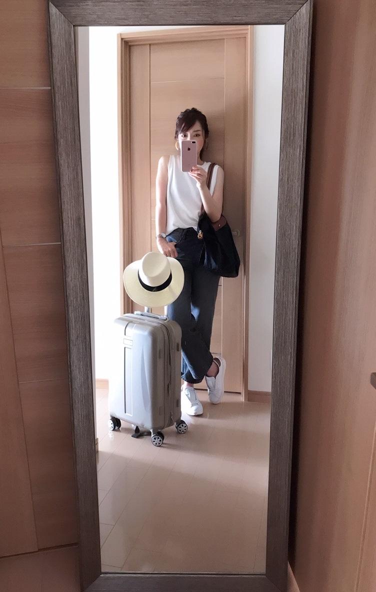 スニーカーを履いた出発時のコーデ例画像