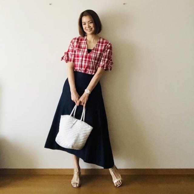tops:maisonkitsune skirt:madisonblue bag:DRAGON/sandal:nicholaskirkwood