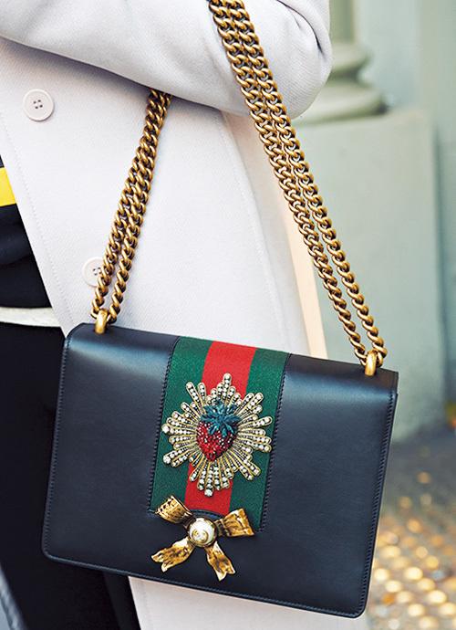目をひくブランドバッグをファッションのポイントに【ファッションSNAP ミラノ・パリ・NY編】_1_2