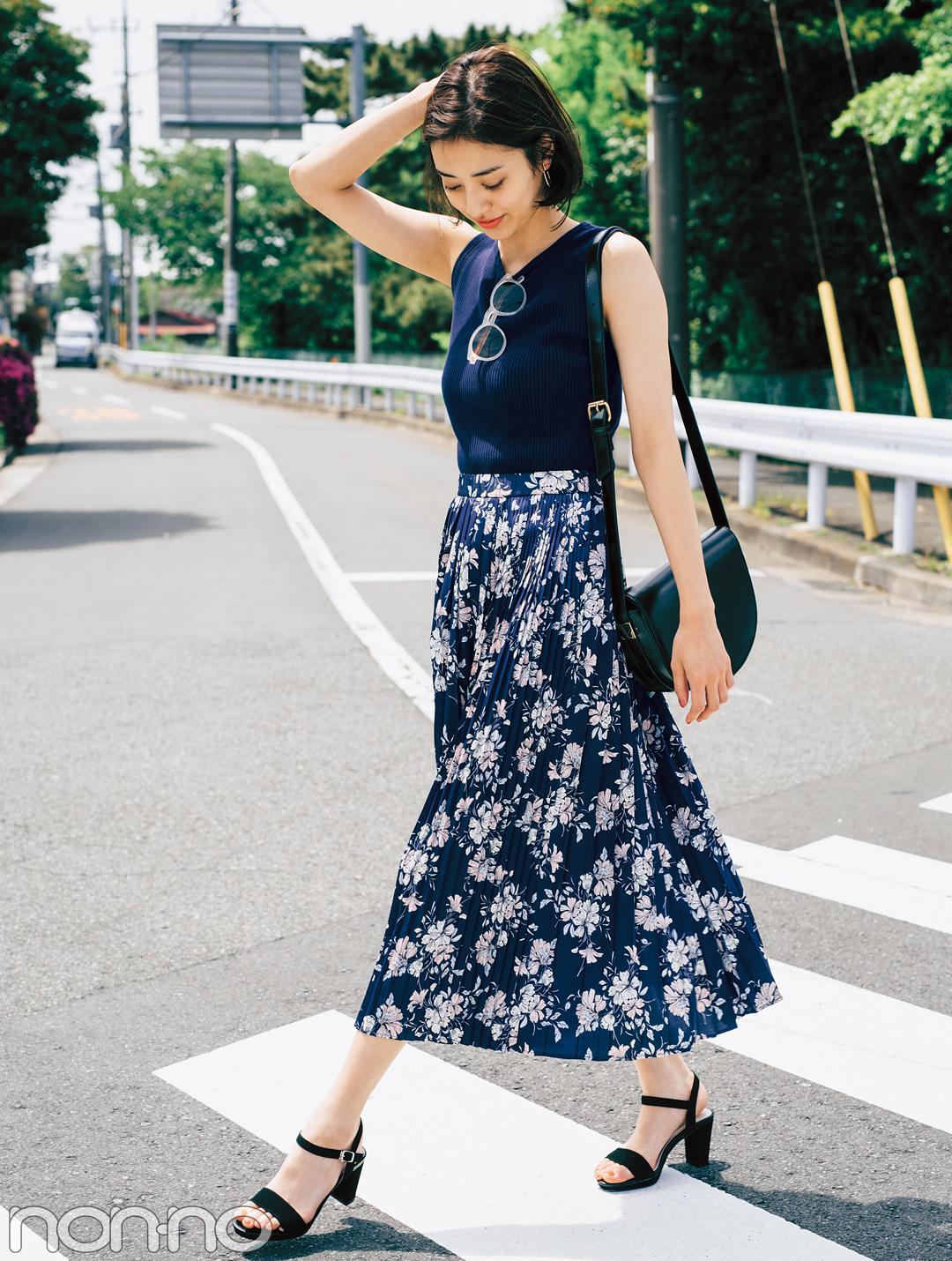 濃い色花柄スカートで、大人っぽくスタイルUPしたいときのポイントは?_1_2