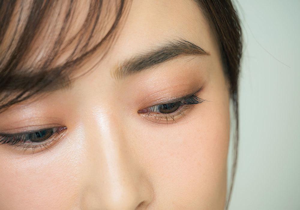 眉じり、眉頭、まつ毛の先、 指先……幸せを呼ぶ〝洗練〞は細部に宿る