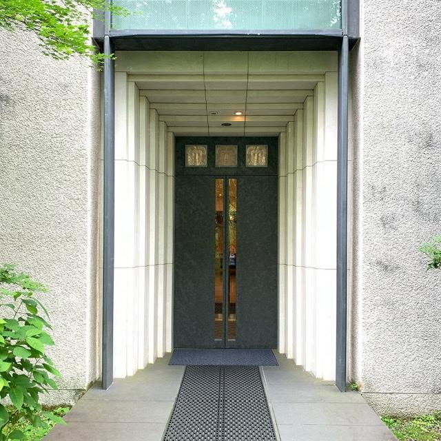 深緑に包まれた箱根ラリック美術館。併設のカフェレストランLYSで美しい景観に癒される。_1_1