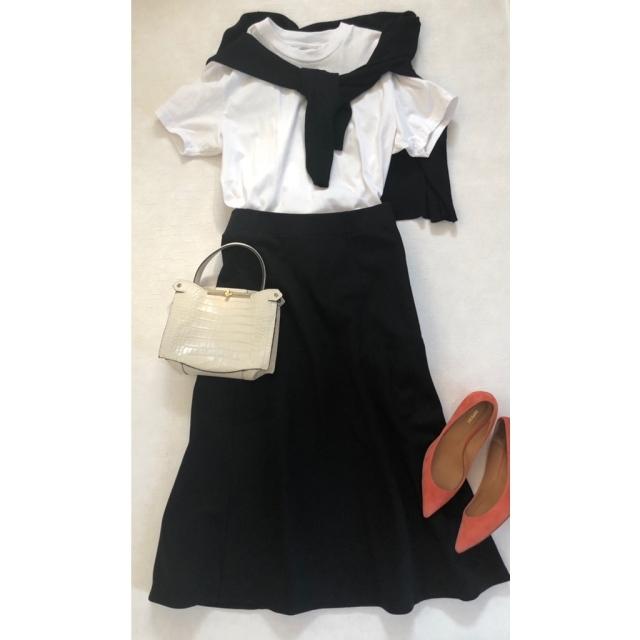 白Tシャツ×ユニクロUジャージーフレアスカートコーデ