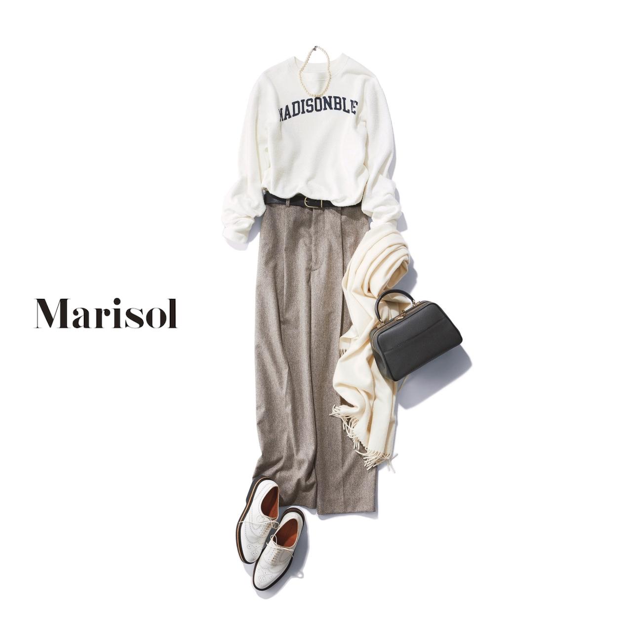 40代ファッション 白スウェット×グレーパンツコーデ