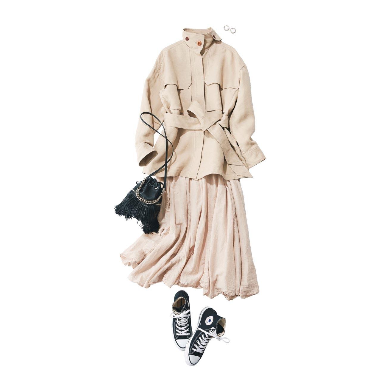 ■ベージュのジャケット×ベージュのスカート×ハイカットスニーカーコーデ