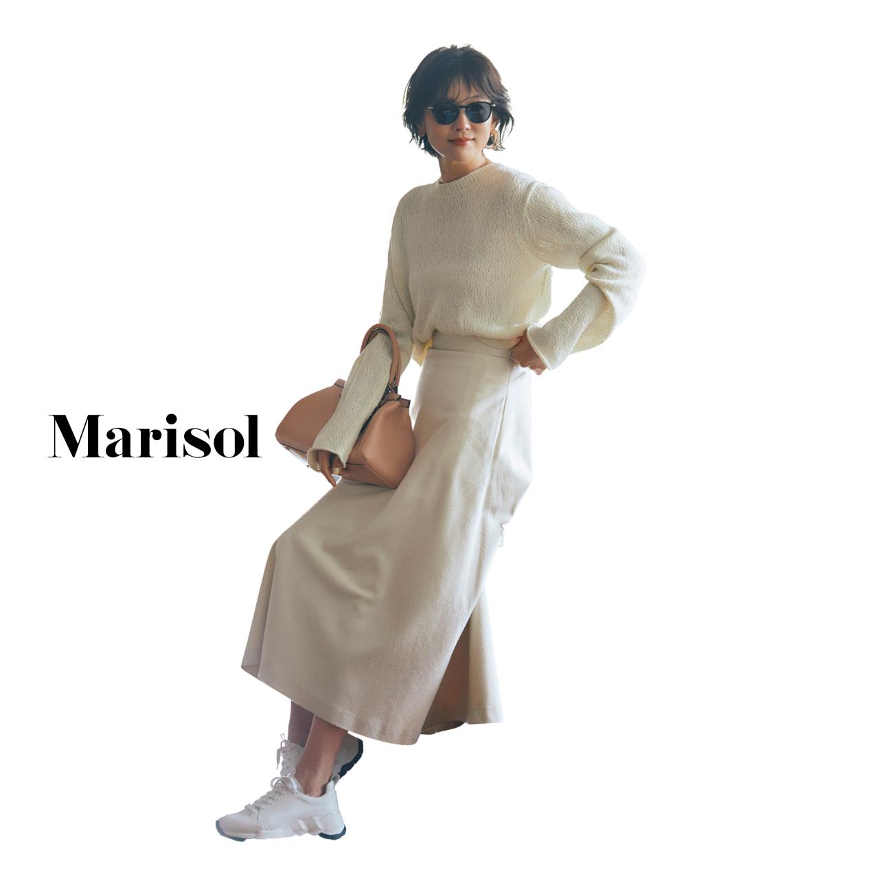 40代ファッション 白ニット×白ロングスカートコーデ