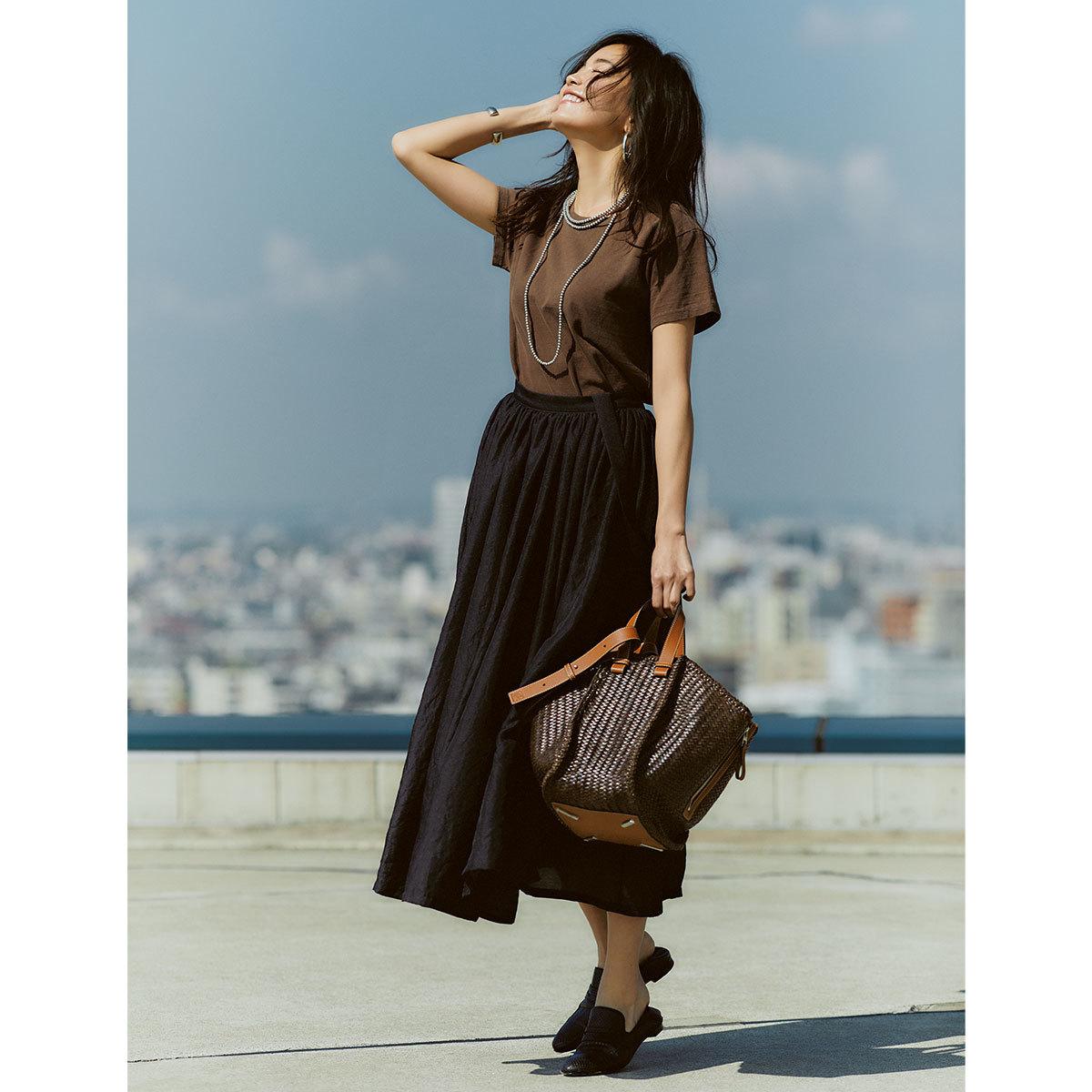 ブラウン×黒のコーデを着た矢野未希子さん