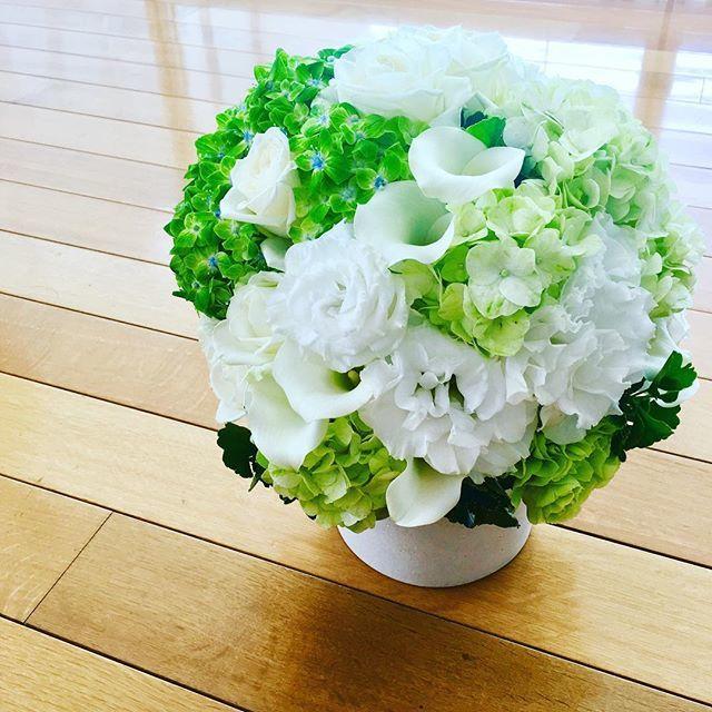 清涼感あふれる花あしらいで夏も爽やかに_1_1
