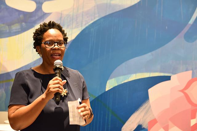 南アフリカ初の黒人女性醸造家ヌツィキ・ビエラさんのスピーチ